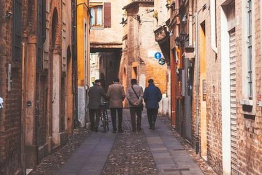 Diffusione del coronavirus in Italia: l'elevata socialità conta più dei contatti intergenerazionali